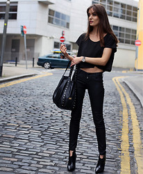 Anouska Proetta Brandon - Sigerson Morrison Boots, Guess? Jeans, American Apparel Crop Top, Guess? Bag - New Black.