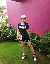 Stephanie Timmins - Topshop Fashion Turban, H&M Top, Aldo Clutch, Zara Shorts, Puzzle Sneakers, Ray Ban Sunglasses - Sporty Chic