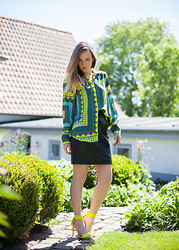 Jenaly Enns - Zara Scarf Print Top, Vintage Leather Skirt, H&M Neon Sandals - Neon Summer