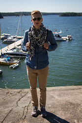 Oliver Lips - New Balance Sneakers, Samsø & Pants, Esprit Denim Shirt, Scotch & Soda Scarf, Garrett Leight Sunglasses - Grinda