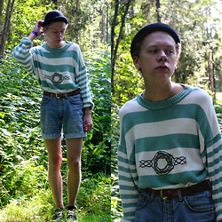 Johannes Karlsson - H&M Hat, Secondhand Sweater, Secondhand Shorts, Vans Shoes - Sail around the world