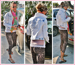 Vanny D. - For Rebels Only Leggings, Havaianas Black Rivet - Parking the car in Ibiza