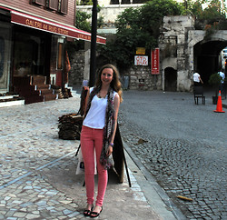 Jennifer P - Primark Pink Skinny Jeans, Charlotte Russe Print Scarf - Blue Mosque (Istanbul)