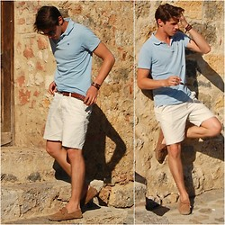 Matthias Geerts - Scotsh And Soda Blue Polo, H&M Beige Short, Ray Ban Sunglasses - That Italian life