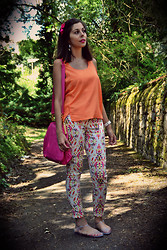 Sweety Mely - H&M Orange Top, Etam Printed Pants, Melissa My Plastic Shoes, Vintage Pink Handbag - With my plastic shoes