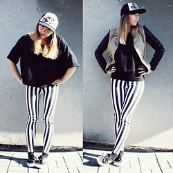 Madelaine T - Vans Cap, Vans Shoes - Vans off the wall