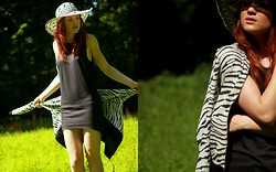 Suz - H&M Muscle Dress, Only Zebra Cardigan, Zara Hat - Dirty feet