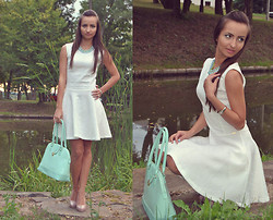 Natalia Uliasz - Granashop Necklace, Preska White Dress, Primark Handbag - Lady in white
