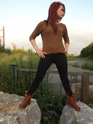 Tanya Wall - Soft Grey Sweater, Black Leggings, Dark Orange Boots - Bientôt la rentrée ! Look de Septembre ...