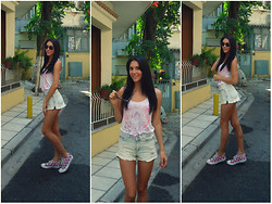 Vicky Ath - Converse Shoes All Star, Anemi's Boutique Shorts - Monday's look