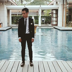 Aaron Gatapia - Asos Blazer, Topman Chinos, Asos Shirt, Primark Tie, H&M Brogues - As long as i got my suit and tie