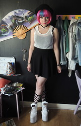 Emmy - H&M Hat, Second Hand Top, H&M Skirt, Monki Socks, Estradeur Platforms - Black & White