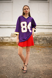 Oogna East - Early 90's Purple Jersey, Vintage 70's Pleated Tennis Skirt, Faux Leather Black Pumps - Jersey kid
