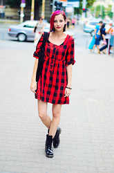 Evilish Queeny - Ichi Plaid Dress, Clarks Black Patent Boots - Tartan me