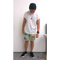 James D - Diy Ripped Bleached Denim Shorts, H&M Snapback Cap, H&M Bracelets, Nike Sneakers, Hanes Plain White Tee - DIY Day