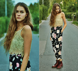 Elina I - Vintage Crochet Crop Top, Vintage Floral Pants, Dr. Martens Shoes - Follow the sun