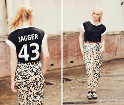 Izzy Bea - Millie Loves Min Jagger T Shirt, Cameo The Label Leopard Print Pant - FORTY THREE