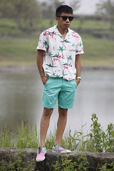 Vladimir Serrano - Ray Ban Vintage Wayfarer, Thrift Shop Flamingo Shirt, Casio Watch, Tommy Hilfiger Shorts, Polo Ralph Lauren Shoes - Flamingo Paradise Valley...