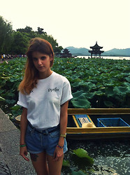 Loren♠ ♡ - Pyrex Vision T Shirt, Levi's® Shorts - Lost in the lotus flowers