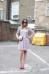 Eleonora Carisi - Dsquared2 Mary Jane Pink Shoes, Antipodium Printed Dress, Urban Outfitters Divas Sunglasses - London Lab