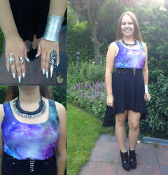 Amy Huisman - New Yorker Top - Galaxy