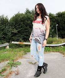 Erika Berglund - Jeffrey Campbell Boots, Cubus Jeans, H&M Top - Freedom comes when you learn to let go