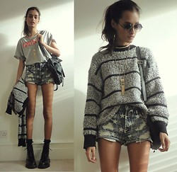Gizele Oliveira - Forever 21 Shorts, H&M T Shirt, Forever 21 Sunglasses, Foxy Originals Necklace, 2b Bebe Backpack, Dr. Martens Boots - Stars and stripes