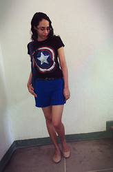 "Lídia Rayanne - Cotton T Shirt With ""Captain America"" Silk, C&A Lese Short, C&A Black Belt, Flat Shoes, Kipling Backpack - Yes, my captain!"