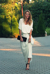 Vivienn Nagy - Zara Maxi Dress, Vintage Clutch, Bershka Sandals - Weekend