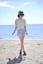 Leeloo P - H&M Top, Sunglasses L'usine à Lunettes, Choies Short, Pull & Bear Shoes And - Holidays ♥