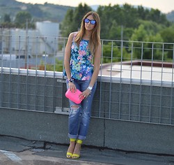 Elisa Taviti - H&M Acid Green Sandals, Miss Sixty Ripped Jeans, Zara Neon Box Clutch, C&A Peplum Top, Oakley Frogskins Sunglasses - SPLASHES OF COLOURS