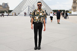 Rui Braga - Zara Boots, Pull & Bear Skinny Jeans, Vintage Shirt, C&A Sunglasses, Vintage Leather Backpack - Paris is always a good idea!