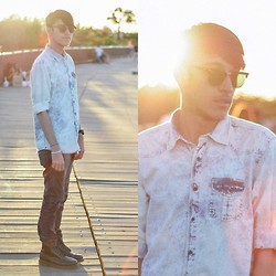 Henrique Almeida - Riachuelo Shirt, Black Jeans, Ray Ban Sunglasses, Dr. Martens Boots - Sunday sunset