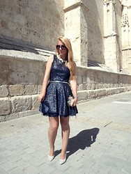 Patricia Jiménez - Armani Exchange Dress, H&M Heels - End of Fairs