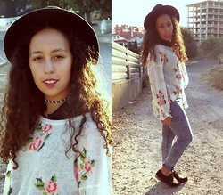 Mafalda M. - Romwe Flower Printed Sweater, Primark Denim Washed Jeans - We were all just dreamers in the end