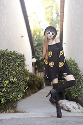 Muzi Q - Romwe Yellow Heart Face Print Black Distressed Jumper, Maddy Shades - The sun will show its face and smile at you!=)