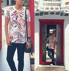 Anthony Shieh - Folded And Hung Floral Sunday Top, Oxygen Skinny Jeans, M Sense Wayfarers, Street Is The Stage Sling Bag, M Sense Bracelets, Fossil Wristwatch, Milano Loafers - ปัญญาประหนึ่งดังอาวุธ