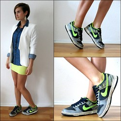 Malina N. - H&M Blazer, Nike Sneakers - Centre of Attention