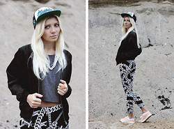Vicky Kurkach - Zephyr Kings Cap, Asos Top, Kuccia Leggings, Asos Plimsolls - Oh baby obey me and you won't regret it !