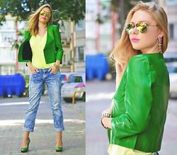 Kseniya Celikdelen - Frontrowshop Jacket, Levi's® Jeans - PLAY OF COLORS