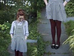 Petite Mädchen - Marc By Jacobs Pin Stripe Button Up, Forever 21 Houndstooth Jumper, Forever 21 Burgundy Tights, Urban Outfitters Black Penny Loafers - Rotten Minds, Rotten Teeth
