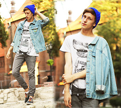 Adrian Kamiński - Gift From Thealexlook T Shirt, Jessica Buurman Beanie, Anerkjendt Jacket, Stylepit Shoes - Human Shark