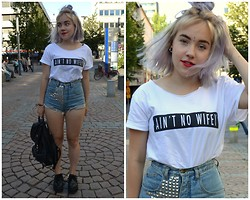 Hilla S - Second Hand And Diy Studded Shorts, Ebay T Shirt - No wifi