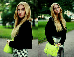 Darya Yakovleva - Sachel Bag, Zara Checkered Trousers, Zara Big Shirt - Green autumn