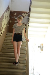 Amanda L - Secondhand Top, Vintage Belt, Monki Shorts - High waist and stripes