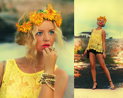 Elin Hansson - H&M Yellow Floral Print Top, Made By Me Hair Flower Crown, Heels, Urban Outfitters Black Denim Shorts, H&M Bag, Old Gold Rings, H&M Gold Bracelet - ♡ September Flowers ♡