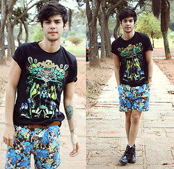 Vini Uehara - Noid T Shirt Luxury Poison, Zealotries Floral Shorts - NoID