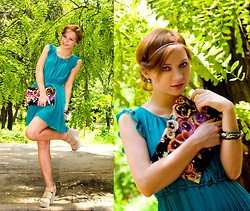 Svitlana L - Denny Rose Dress, Accessorize Cluth - HUGGING FLOWERS