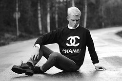 "Robbie Jonsson - Chanel ""Chanel"" Sweater, Mom's White Shirt, Cheap Monday Jeans, Vagabond Shoes - Bump in the road"