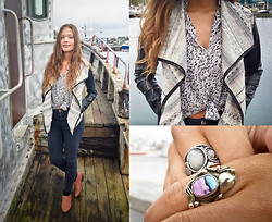 Dagbjört Eilíf - Vintage Family Ring All Time Favorite, Papillonne Jacket, Topshop Brown Shoes - Home.